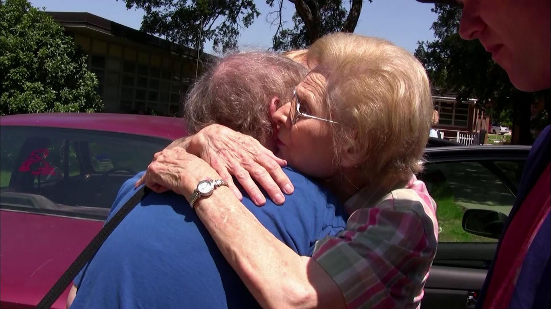 Mimi e Dona, in un film la mamma anziana,…